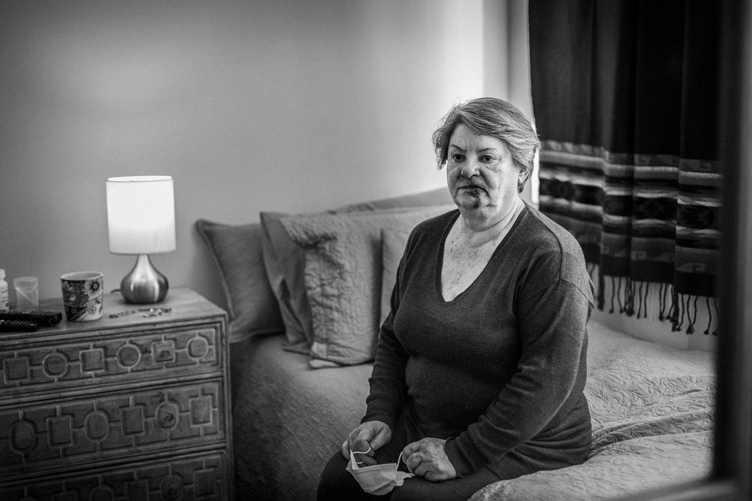 Retrato Publicitario Mujer Mayor Golpeada - Gobierno de Chile