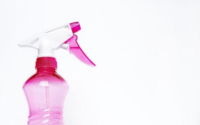 spray-bottle-2754171_640.jpg
