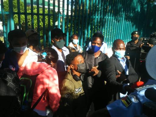 Marcha de estudantes contra regalias de funcionários do Parlamento reprimida em Maputo