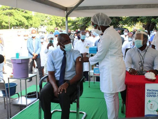 Armindo Tiago foi o primeiro a receber vacina contra covid-19