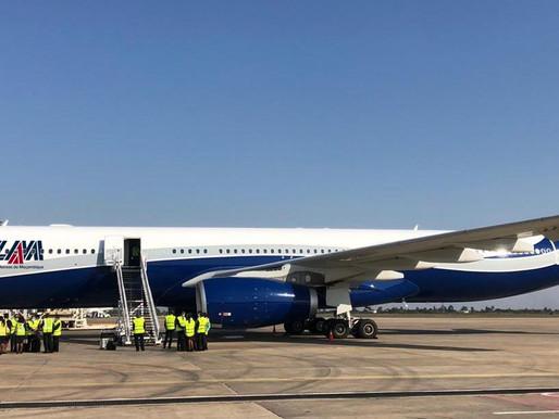 O primeiro voo da ligação aérea entre Moçambique e Portugal aterrou ontem