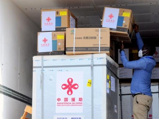 Vacina chinesa da Covid-19 chega em Maputo e destina-se a profissionais de Saúde