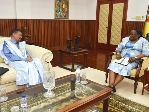 Ministra Macamo concede audiência ao Enviado Especial do Presidente da República Árabe Saharauí