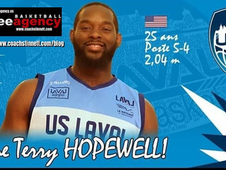 Terry Hopewell Signs in France