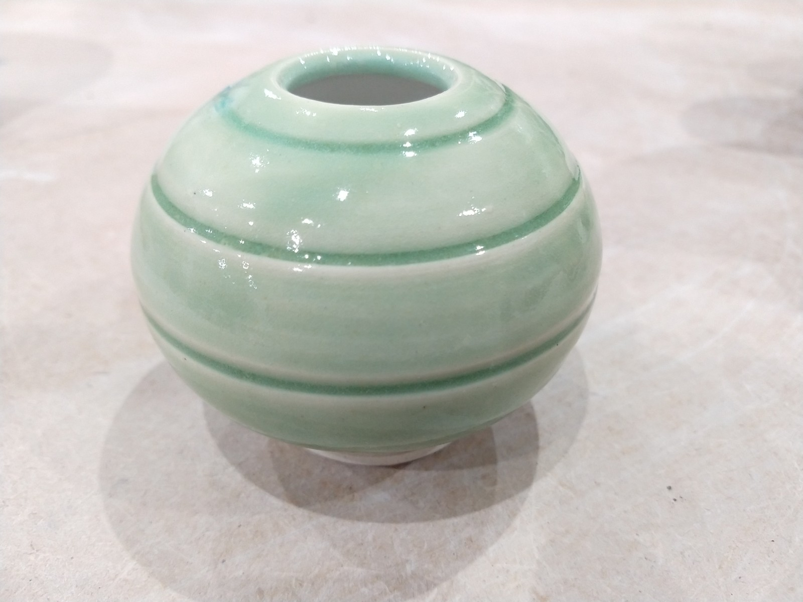 White stoneware and porcelain green 01.