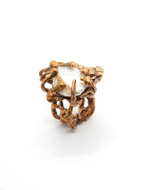 FLYING STONES - gold bronze ring, pearl
