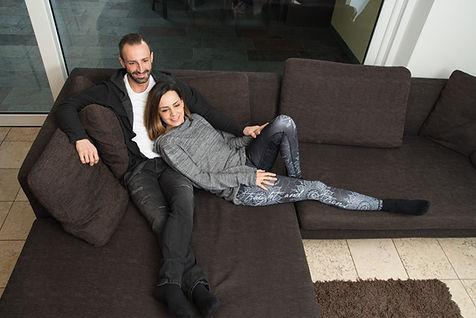 Leo und Vera auf der Couch