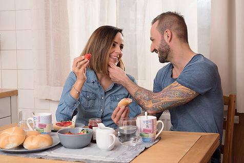 Vera und Leo beim Frühstück