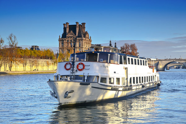 Le Signac, un des trois bateaux de Paris Seine.
