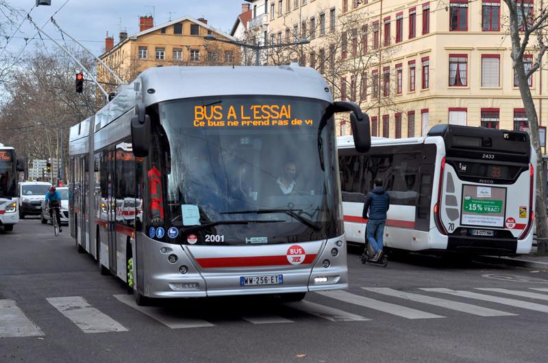 Hess 18 m trolleybus IMC en essai sur la ligne C13