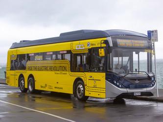 ADL livre son premier bus électrique trois essieux à Auckland Transport