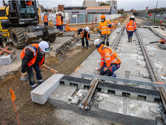 Île-de-France : les rails du tram T12 s'installent