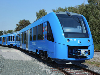 Le train à hydrogène suscite essais et débats