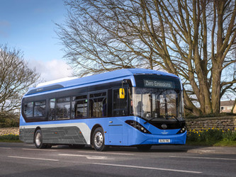 First Bus commande 22 BYD ADL Enviro200EV