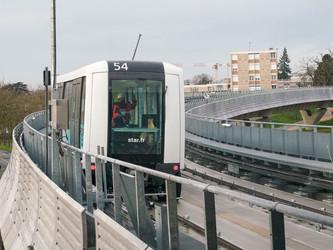 Rennes teste son futur métro sur un viaduc