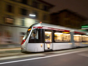 Hitachi a testé à Florence un tramway Sirio à batteries