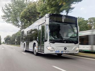 Daimler scinde ses activités