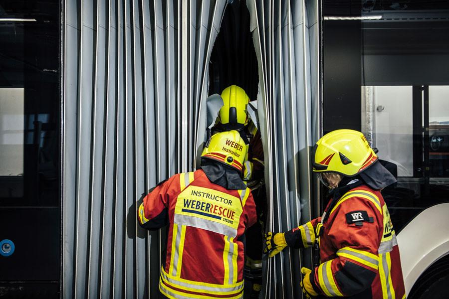 Pompiers sur bus électrique