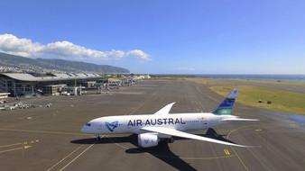 Air Austral immobilise son Boeing 737-8F
