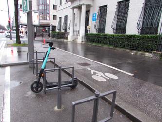 Lyon veut réguler le stationnement des trottinettes