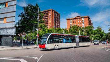 Barcelone agrandit sa flotte de bus électriques Irizar