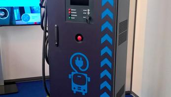 Chargeur compact de 50kW pour IES