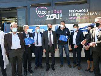 Des « Vaccinobus » au plus près des Provençaux