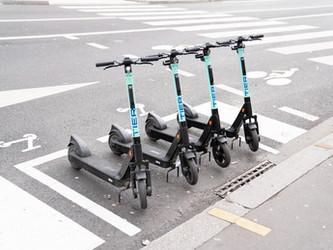 Roubaix expérimente les vélos électriques et trottinettes de TIER Mobility