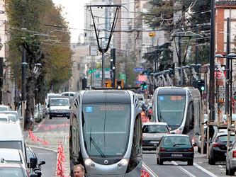 FNAUT : les coûts du transport favorisent la voiture