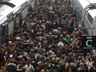 Grèves de décembre : la SNCF en père Noël bien radin