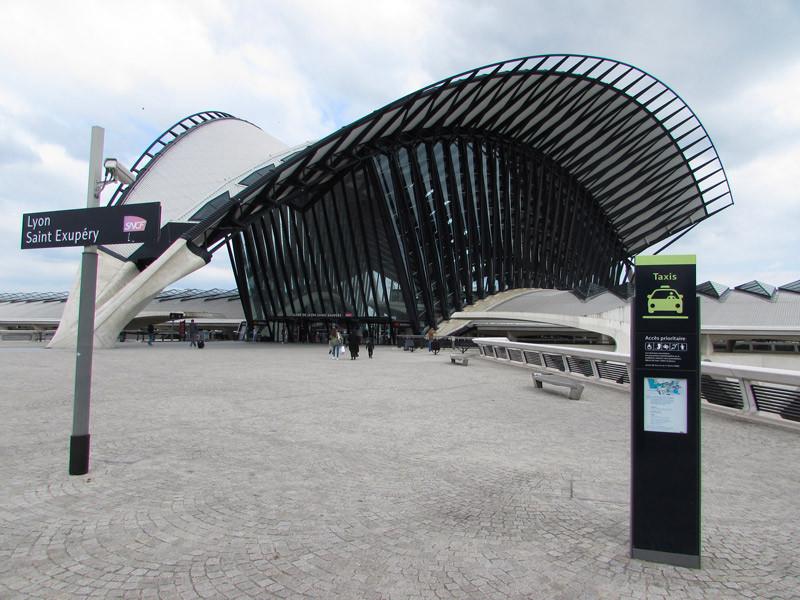 La gare TGV à l'aéroport de Lyon-Saint Exupéry.