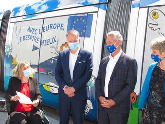 Un tramway lyonnais aux couleurs de l'Europe verte