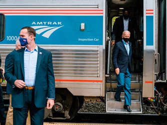 Le président d'Amtrak salue l'élection d'« Amtrak Jo »