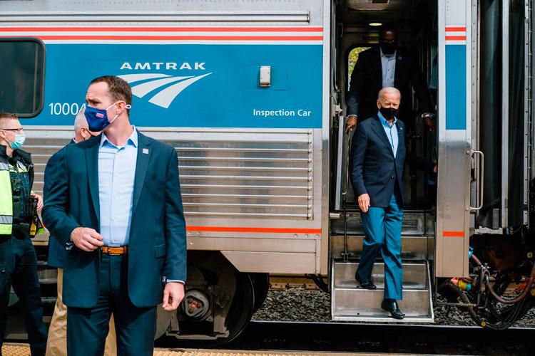 le nouveau président des États-Unis rappelle souvent qu'« il aime les glaces, les aviateurs et ... Amtrak ! ».