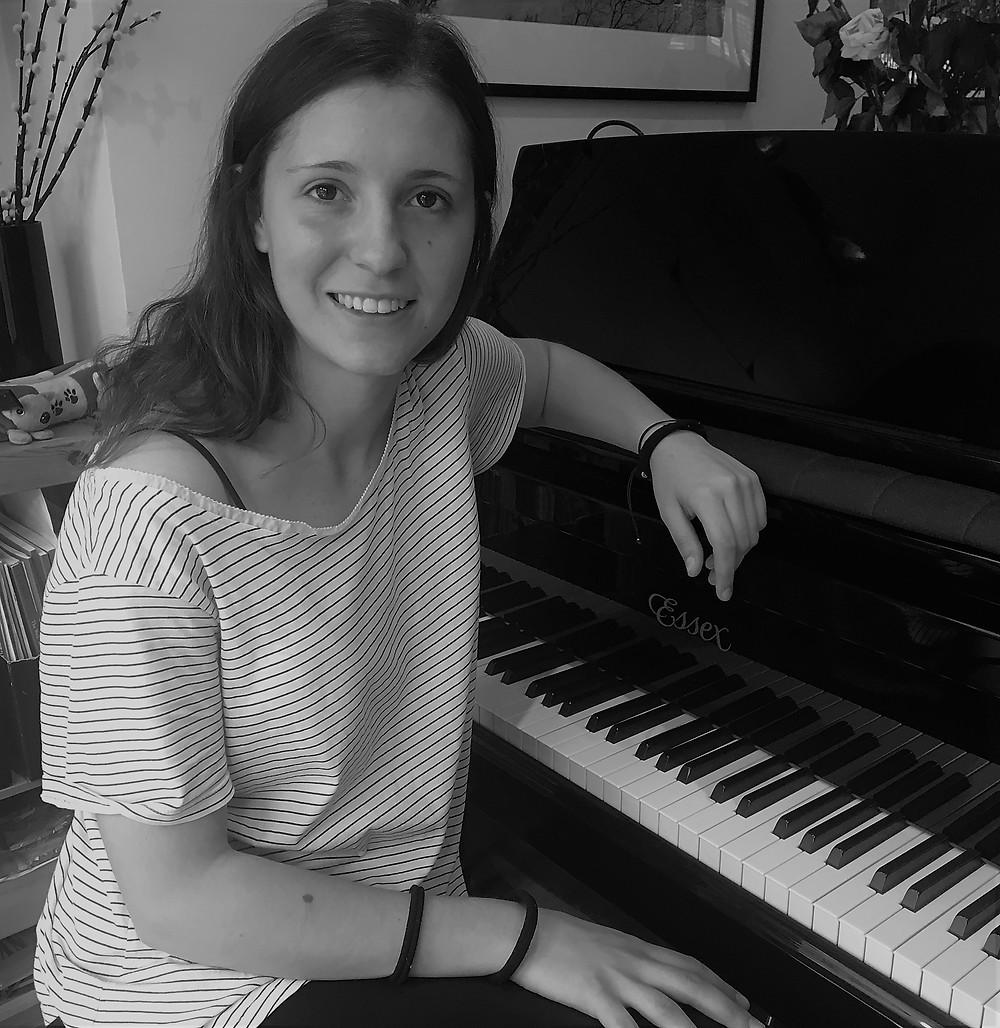Piano lessons in Battersea | Encore Music Tuition | Laura Serra