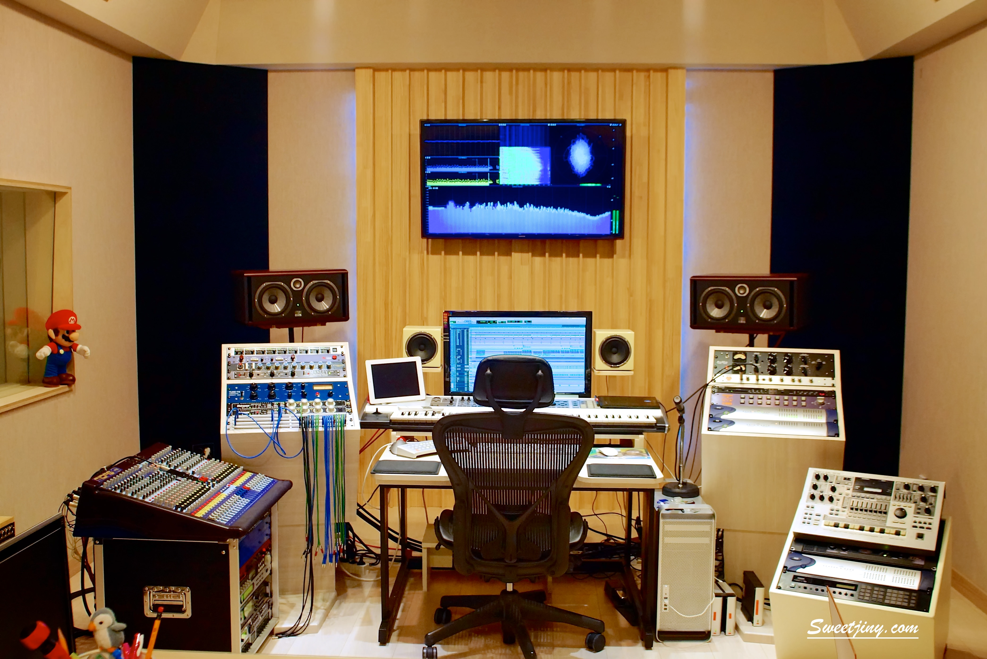 Main Desk