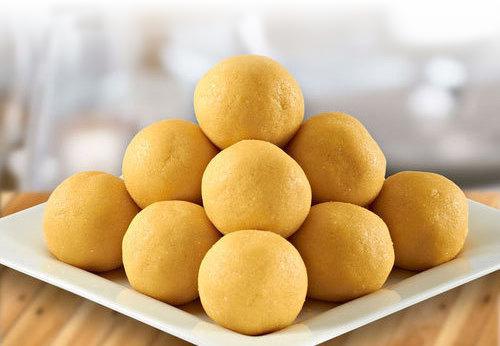 Besan Ke Laddu (Gramflour Sweet)