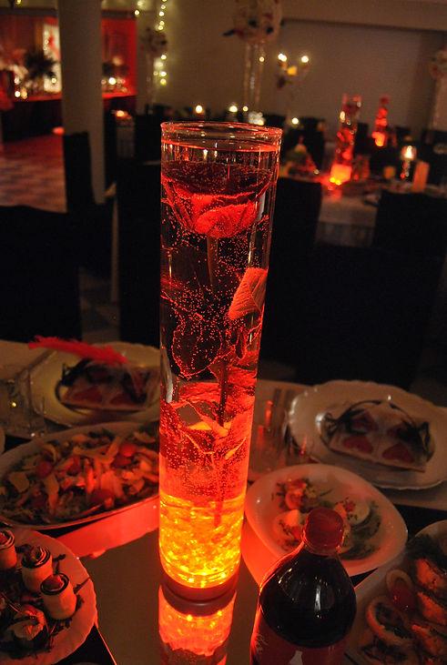 Dekoracja: topione róże podświetlane LED