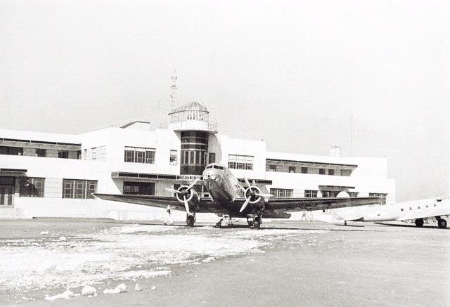 NewarkAirport AirControlCentre.jpg