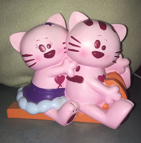 Tirelire chat rose . Couple chats qui de la luge !