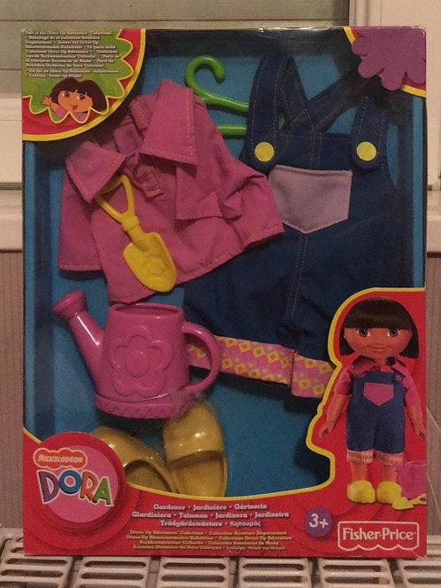 Tenue neuve . Dora l'exploratrice jardinière .