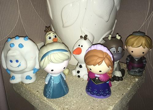 Lot de 7 figurines Disney La reine des neiges .
