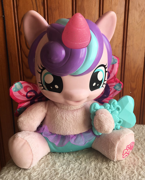 My Little Pony Mon petit poney . Flurryheart . Peluche Interactive