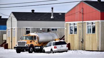 Camion citerne livrant de l'eau