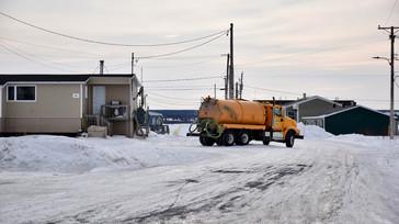 Camion-citerne de vidange d'eaux usées