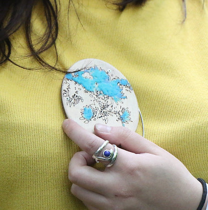 Oval brooch by Kim Tiong