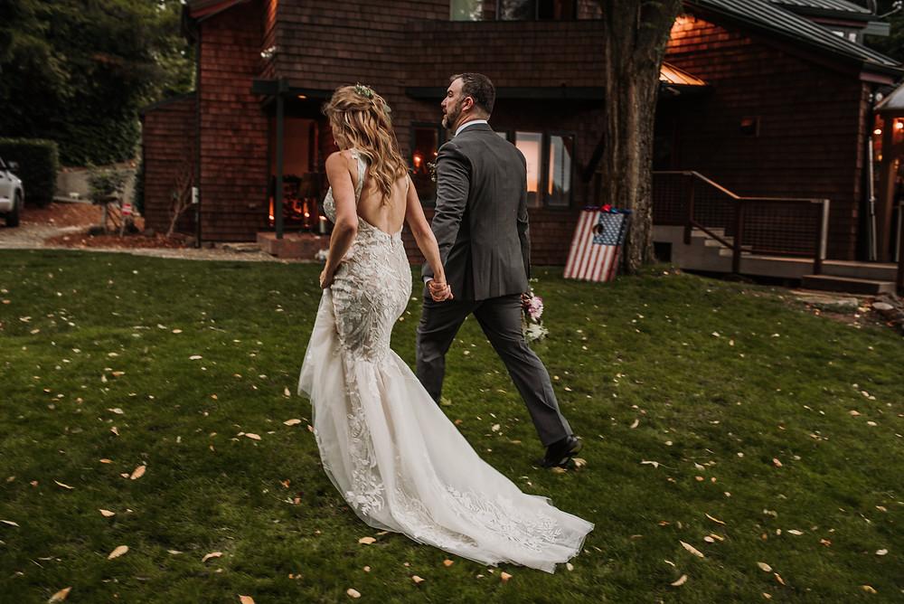Choosing a wedding photographer - Wedding Party Laughing, Chehalis, WA