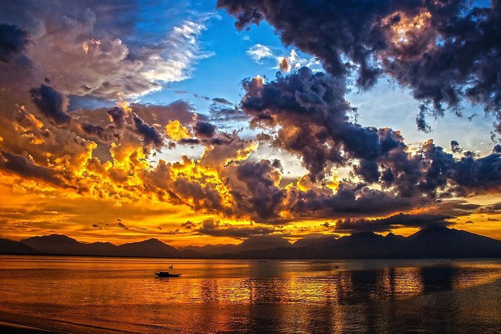 boat-164989_1280_edited.jpg