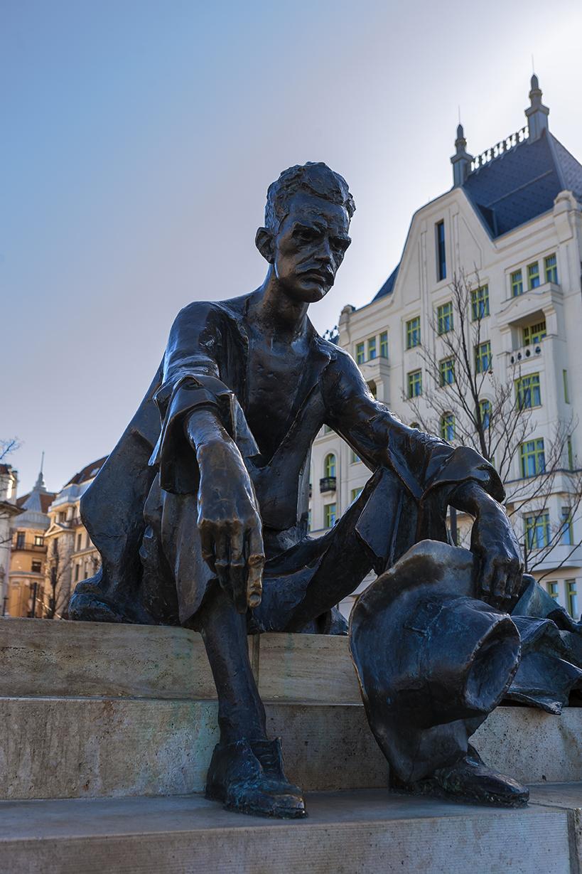 B1 Statue of Attila József
