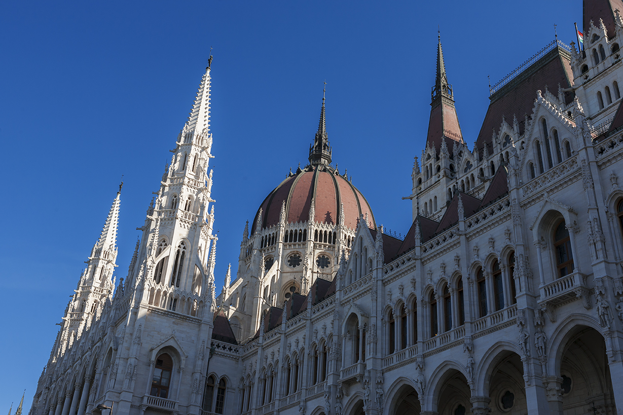 B2 Hungarian Parliament Building